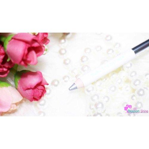 Ada yang bisa tebak, produk difoto ini dari brand spa? 😉 Hint: produk ini baru launching beberapa waktu yang lalu😃 . .  #blossomshine #beautiesquad #sociolla #inyoureyes #beadored #blpbeauty #blpgirl #Sociollabloggernetwork #indovidgram #clozette #clozetteid #beauty #femaledailynetwork #medan #surabaya #bandung #kalimantan #sumatra #bali #makeupartistjakarta #beautybloggerindoensia #indonesia #jakarta #infokecantikan
