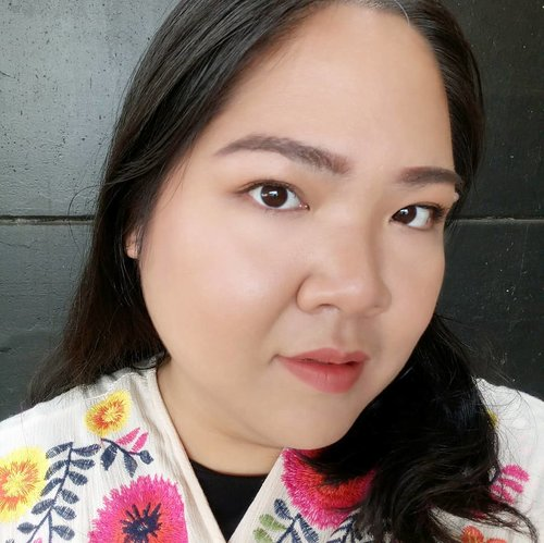 Full face makeup, No Foundi used 💖 what do you think? 😃 . #blossomshine #cleanmakeup #nofoundation #motd #selfie #clozetteid #beautiesquad #beautybloggerindonesia #beautybloggertangerang #makeup #makeupseharihari #makeuptalk