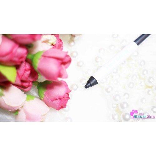 Morning, it's almost weekend! Uda pd punya planning apa nih buat  Jumat mlm? . Ngomong-ngomong, semalem aku sudah upload Full Review & Tutorial dari  @blpbeauty Eye Collection - Dual Eye Definer loh!  Yuk dicheck, siapa tahu bisa jadi inspirasi buat Weekend Look kalian 😉 link is on bio☝ . http://blossomshine.com/blp-beauty-dual-eye-definer-makeup-review/ . #blossomshine #beautiesquad #sociolla #inyoureyes #beadored #blpbeauty #blpgirl #Sociollabloggernetwork #beautytalk #clozette #clozetteid #beauty #femaledailynetwork #medan #surabaya #bandung #bali #makeuptalk #eyeliner #beautybloggerindoensia #indonesia #jakarta #infokecantikan