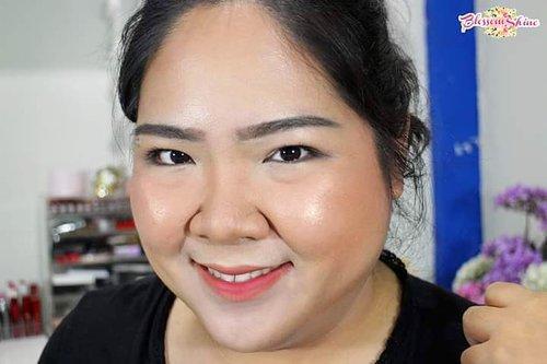 Happy Sunday semuanya! Hari ini pada ngapain?  Btw iseng yuk.. Ada yang bisa tebak disini aku pake the newest Blush @blpbeauty yang mana? 😎 . #blossomshine #makeupreview #blpbeauty #makeuplokal #blpgirls #beautybloggerindonesia #beautybloggertangerang @beautybloggertangerang #beautiesquad @beautiesquad #clozetteid #selfie #ragamkecantikan @ragamkecantikan #tampilcantik @tampilcantik #makeupartistbsd #instamakeup #wakeupandmakeup #bunnyneedsmakeup @bunnyneedsmakeup #kbbvmember @kbbvbyacb