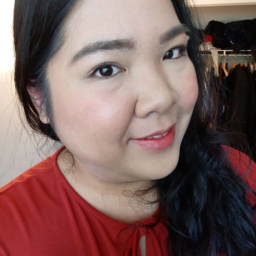 Today's #motd:  Face - @daiso_official UV Gel SPF 50 PA++ - @purbasarimakeupid Matte BB Cream - @blpbeauty Loose Powder - @tonymoly_street Lip Tint - orange shade  Eyes - @makeoverid Brow Definer - latte - @miniso.canada Contour and Highlighter Duo Stick - @mizzucosmetics Lengthening Mascara  Lip - #tonnymolly #liptint . #blossomshine #makeup #dailymakeup #makeuptalk #makeupoftheday #beautytalk #instamakeup #instabeauty #bunnyneedsmakeup #makeuptutorial #makeuplokal #easymakeuptutorial #beautifulflaws #Beautiesquad #tampilcantik #kbbvmember #clozetteid #beautybloggerindonesia #indobeautiesquad #bloggerperempuan