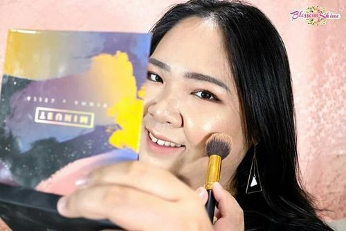 Next, uodate berikutnya,  aku ada share my thoughts of this beautiful @minuet.official palette by @vinnagracia x @cindercella 😃 . You know what,  aku suka banget sama palette ini.  Saking sukanya aku sudah sebulan ini belum bisa move on. Bukan cuma jadi go-to-palette aku untuk daily makeup, tapi sampai aku pake buat makeupin client juga! . So,  go and check out the details of why I love this palette very much on my blog https://www.blossomshine.com now!  As usual direct link ada di bio aku 😘 . #blossomshine #makeup #makeupaddict #makeupjunkie #makeuptalk #wakeupandmakeup #minuetpalette #clozetteid #kbbvmember #beautybloggertangerang #beautiesquad #beautyguruindonesia