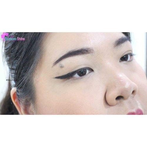 Met mlm, siapa yg sdh nonton my Eyeliner Tutorial? 🙋🏻 kalau blm, yuk mampir ke blog-ku, disitu aku ada share tips dan video tutorial gimana caranya pake eyeliner 😃 Yuk, langsung aja diclick link on bio 👆🏻 . http://wp.me/p72xA3-1dn . #blossomshine #beautiesquad #sociolla #Sociollabloggernetwork #indovidgram #clozette #clozetteid #beauty #femaledailynetwork #medan #surabaya #bandung #kalimantan #sumatra #bali #makeupartistjakarta #makeupartistmedan #makeupartistbandung #makeupartistsurabaya #beautybloggerindoensia #indonesia #jakarta #infokecantikan #ramadhan #beautiesquadXbiokos #reviewcaringbybiokos #caringbybiokosautomaticeyeliner #FeelingAliveAtAnyAge #Timelessiluminate