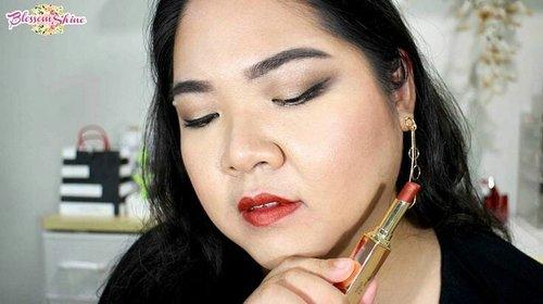 Sesuai janji.. Aku mau melanjutkan racun #Lipswatch @purbasarimakeupid Metallic Color Matte Lipstick yang belum kelar.. Hahaha.. Yg ini no 74 - Sunstone 😘 shade yang ini lebih ke deep orangey gold shade.  Nahh.. Hayo so far.. Uda 4 swatches.. Mana yang paling kalian suka? 😃 . #blossomshine #purbasari #purbasarimetalliccolormattelipstick #lipstickpurbasari #mattelipstick #metalliclipstick #metalliclips #metalliccolor #mattelipstick #motd #mondaybooster #beauty #makeup #makeuptalk #instalipstick #motd #makeupoftheday #beautiesquad #BeautyChannelID #indobeautysquad #kbbvmember #clozetteid #bloggerperempuan #IndonesianBeautyBlogger #beautybloggerindonesia