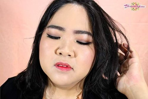 """<div class=""""photoCaption"""">Happy Monday guys! 😘<br /> New week,  new day = new opportunities!  Fighting!! 😃💖💖<br /> .<br /> Btw,  have you seen tute for this look yet?  Kalau belum,  check previous post for the tutes n details makeup used 😊<br /> .<br /> .<br />  <a class=""""pink-url"""" target=""""_blank"""" href=""""http://m.clozette.co.id/search/query?term=blossomshine&siteseach=Submit"""">#blossomshine</a>  <a class=""""pink-url"""" target=""""_blank"""" href=""""http://m.clozette.co.id/search/query?term=motd&siteseach=Submit"""">#motd</a>  <a class=""""pink-url"""" target=""""_blank"""" href=""""http://m.clozette.co.id/search/query?term=selfie&siteseach=Submit"""">#selfie</a>  <a class=""""pink-url"""" target=""""_blank"""" href=""""http://m.clozette.co.id/search/query?term=toofaced&siteseach=Submit"""">#toofaced</a>  <a class=""""pink-url"""" target=""""_blank"""" href=""""http://m.clozette.co.id/search/query?term=hayancos&siteseach=Submit"""">#hayancos</a>  <a class=""""pink-url"""" target=""""_blank"""" href=""""http://m.clozette.co.id/search/query?term=makeuptalk&siteseach=Submit"""">#makeuptalk</a>  <a class=""""pink-url"""" target=""""_blank"""" href=""""http://m.clozette.co.id/search/query?term=dailymakeup&siteseach=Submit"""">#dailymakeup</a>  <a class=""""pink-url"""" target=""""_blank"""" href=""""http://m.clozette.co.id/search/query?term=naturalmakeup&siteseach=Submit"""">#naturalmakeup</a>  <a class=""""pink-url"""" target=""""_blank"""" href=""""http://m.clozette.co.id/search/query?term=elegantmakeup&siteseach=Submit"""">#elegantmakeup</a>  <a class=""""pink-url"""" target=""""_blank"""" href=""""http://m.clozette.co.id/search/query?term=beautyguruindonesia&siteseach=Submit"""">#beautyguruindonesia</a>  <a class=""""pink-url"""" target=""""_blank"""" href=""""http://m.clozette.co.id/search/query?term=tampilcantik&siteseach=Submit"""">#tampilcantik</a>  <a class=""""pink-url"""" target=""""_blank"""" href=""""http://m.clozette.co.id/search/query?term=Ragamkecantikan&siteseach=Submit"""">#Ragamkecantikan</a>  <a class=""""pink-url"""" target=""""_blank"""" href=""""http://m.clozette.co.id/search/query?term=clozetteid&siteseach=Submit"""">#clozetteid</a>  <a class=""""pink-url"""" targe"""