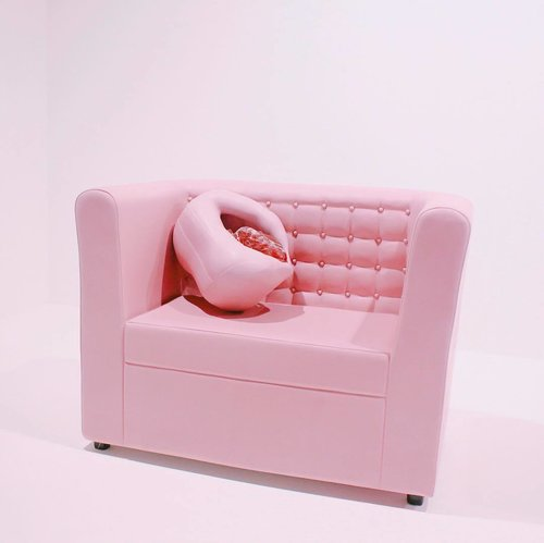 Can I have that sofa?😫💓and yes this one is art . . . . . #clozetteid #instasg #sg #singaporeart #indonesia #instaindo