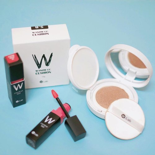 """#deahamdanreview -- If you like to have """"white skin effect"""" of Korean Makeup, I totally recommend this W.Snow CC Cushion for you! The colour is very pigmented as well covering your flaw. Only need one layer to achieve the Korean skin effect. The cushion is also different from the usual cushion, I can say that this one is more thick & full with CC cream inside. My color is 23(Snow Beige). I also like their tint. Not too thick, natural colour, keep your lips become moisture everytime. If you want to purchase the W.Snow CC Cushion you can buy it online -> hicharis.net/deahamdan . Happy shopping beauty! #deahamdanreview #charisceleb #hicharis #charis @w.labglobal_official @w.lab @charis_official . DON'T FORGET TO FOLLOW @dr.mindglobal !. . #clozetteid"""