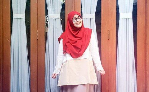 NEW BLOG POST on www.indahrp.com ***** Outfit Ideas: Merah Putih (link on profile) ***** Scarf: OSI by @heaven_lights Top: Pudica by @inforiamiranda for Blibli.com ***** #IndahRPblog #indahrpdotcom #ihblogger #indonesianhijabblogger #hijabblogger  #tapfordetails #fashionmodesty #hijabfashion #hijabootdindo #ootdindo #lookbookindonesia #lookbook #chestcoveringhijab #hijabinspiration #outfitideas #riamirandastyle #ClozetteID