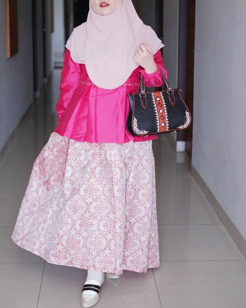 "<div class=""photoCaption"">Pink mood with a touch of songket 💕  <a class=""pink-url"" target=""_blank"" href=""http://m.id.clozette.co/search/query?term=throwback&siteseach=Submit"">#throwback</a> <a class=""pink-url"" target=""_blank"" href=""http://m.id.clozette.co/search/query?term=tapfordetails&siteseach=Submit"">#tapfordetails</a>  <a class=""pink-url"" target=""_blank"" href=""http://m.id.clozette.co/search/query?term=fashionmodesty&siteseach=Submit"">#fashionmodesty</a>  <a class=""pink-url"" target=""_blank"" href=""http://m.id.clozette.co/search/query?term=hijabfashion&siteseach=Submit"">#hijabfashion</a>  <a class=""pink-url"" target=""_blank"" href=""http://m.id.clozette.co/search/query?term=hijabootdindo&siteseach=Submit"">#hijabootdindo</a>  <a class=""pink-url"" target=""_blank"" href=""http://m.id.clozette.co/search/query?term=ootd&siteseach=Submit"">#ootd</a>  <a class=""pink-url"" target=""_blank"" href=""http://m.id.clozette.co/search/query?term=ootdindo&siteseach=Submit"">#ootdindo</a>  <a class=""pink-url"" target=""_blank"" href=""http://m.id.clozette.co/search/query?term=lookbookindonesia&siteseach=Submit"">#lookbookindonesia</a>  <a class=""pink-url"" target=""_blank"" href=""http://m.id.clozette.co/search/query?term=lookbook&siteseach=Submit"">#lookbook</a>  <a class=""pink-url"" target=""_blank"" href=""http://m.id.clozette.co/search/query?term=chestcoveringhijab&siteseach=Submit"">#chestcoveringhijab</a>  <a class=""pink-url"" target=""_blank"" href=""http://m.id.clozette.co/search/query?term=hijabinspiration&siteseach=Submit"">#hijabinspiration</a>  <a class=""pink-url"" target=""_blank"" href=""http://m.id.clozette.co/search/query?term=outfitideas&siteseach=Submit"">#outfitideas</a>  <a class=""pink-url"" target=""_blank"" href=""http://m.id.clozette.co/search/query?term=ClozetteID&siteseach=Submit"">#ClozetteID</a></div>"