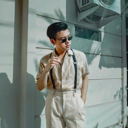 NUDE COLORS STYLE, CHALLENGE BY @karaminafuady ✨• Hari ketiga buat 5 Days 5 Challenges aku bareng temen temen. Jujur akhir akhir ini aku jarang banget buat pake baju nude colors, dan jadinya kangen asli. Thanks to @karaminafuady buat bikin keinget pake baju nude colors 😂 💗. –– Anyway, what's your favorite Retro fashion items? #5days5challenges #ᴅɪʀᴜᴍᴀʜᴀᴊᴀ #quarantinechallenge • • • • #retrowear #menswearblogger #mensfashionpost #mensfashionshub #menfashiontips #menstylegoals #mensoutfitstyle #retrourban #urbanstylegents #mensblog #theshonet #dandystyle #clozetteid #menstylepage #ootdmenstyle #theshonetinsiders #outfitdiaries