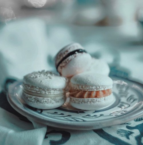 As sweet as christmas 🎄 vibes. What's your favorite snacks to eat during christmas? (Pic via: Unsplash)••••#lifestylebloggers #bloggerindonesia #christmasvibes #theshonet #mensaboutfashion #menslifestyle #lifestylegoals #clozetteid #lifestyleguide #macaroon #sweetmacaron #sweetvibes #visualgrams #visualaesthetic #asianblogger