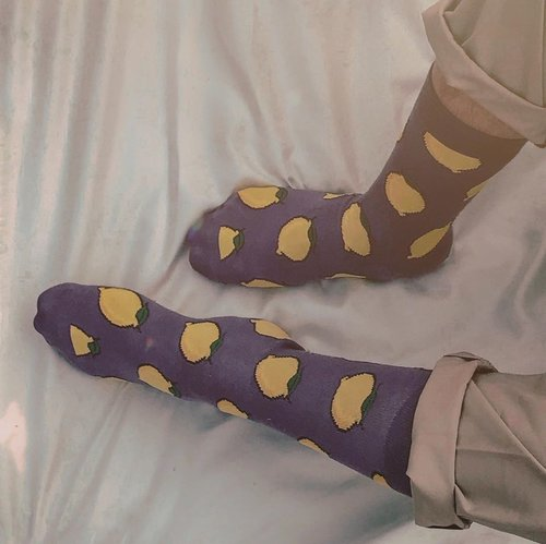 Been obsessed with @hm since the first time I started to do mixed and matched with my outfits. Also, I think they should release more of their fruit patterns socks like this, agree? Plus who loves Lemon like I do 🍋 ? @hm_man #hmxme #hmman . . . . . #menswearstyle #sockstyle #purpleforlife #dailylooks #ijulwardrobe #discoverjkt #jakartaexplore  #menfashionpost #menfashionblogger #fashionbloggerindonesia