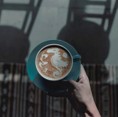 When Monday strikes you with lots of negativity or stressed moments, try to heat them up with latte and an art on top of it ☕️ | Photo inspo by: Mazen Ir on @unsplash ––Have a good day ✨••••#coffeelicious #menstyleblog #menstyleblogger #mensoutfits #coffeegraphy #coffeerepost #unsplashphoto #coffeeholics #howsyourcoffee #asianmenstyle #menlifestyle #menlifestylegoals #clozetteid #theshonet