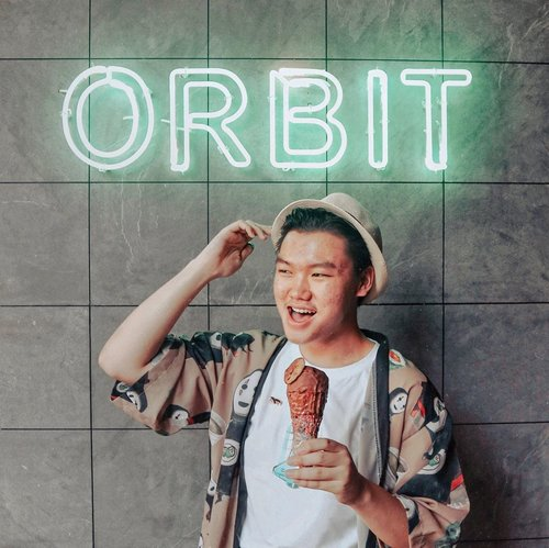 GELATO LOVERS 🍨 —Hello Jakartarian, gimana nih kalian weekend ini? Sibuk ngerjain deadline lagi ya kayak hari hari weekdays biasanya? Nah, jangan khawatir gengs, why don't you guys cool it off a bit with one sweet dessert like this amazing and delightful gelato? @orbitgelato serve a lot of different and unique gelato flavors with bunch of toppings. It is sweet, crunchy, and even the place is so Instagrammable. So, ready to check it out and having this delightful gelato for your day? Come and Visit now!!❤️—📸. @cindyy_fransiscaa#orbitgelato#orbitgelatoPIK #jktgo#jktfoodbangers