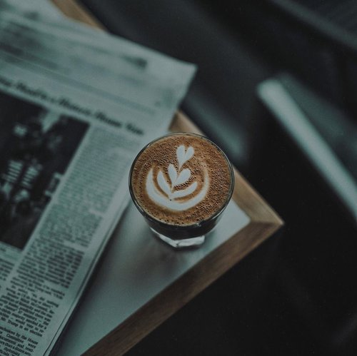 COFFEE, RIGHT AFTER CHINESE NEW YEAR IS PERFECTION ☕️. PIC BY: NATHAN DUMLAO VIA @unsplash •Kopi setelah Chinese New Year, kenapa enggak? What's your favorite coffeeshop? ••••#coffeeonsunday #sundaycoffee #coffeegrams #visualpost #visualdiaries #menblogs #worldwideblogger #bloggerlife #menstyles #menslifestyle #ijulifestyle #ijulifestyler #coffeediaries #clozetteid #theshonet