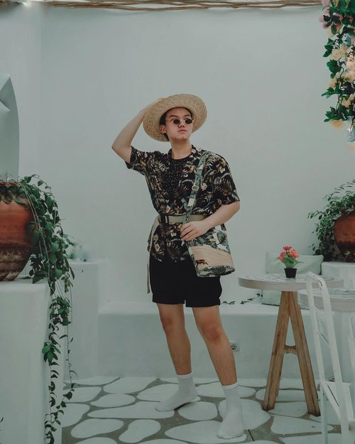 """WHAT'S THE BEST PLACE TO GO, WITH THIS RETRO TROPICAL LOOK? AND AN UNISEX BUCKETBAG? 💼 "" // Kinda miss my throwback OOTD Photos. Who's agreeing with me? And for sure, this is the moment where its my first time using this bucketbag by: @bananecraft . –– And for your reference, a Retro Tropical look, isn't always about wearing a basic envy colors or a basic pattern hawaiian shirt, etc. But it's about, how you are dressing up and being the best out and beyond look. And raise your hands if you miss summer 🙋🏻‍♂️ (Shot by: @holly.natasha ) • • • • #ootdindokece #indofashionpeople #ootdmagazineindonesia #ootdmagazinenl #outfitdiary #menfashionblogger #menswearstyle #mensfashionposting #retrodandy #retrovibes #tropicalmenswear #clozetteid #theshonet #stylemens #fashionbloggerindonesia #lookbookindo #ootdindonesiaa"