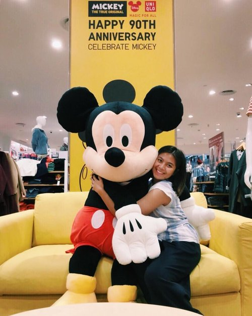 Bring me back to my childhood #UTxCelebrateMickey#mickey90#uniqloindonesia#magicforall#clozetteid#mickeymouse #mickeys90thbirthday #mickeyears