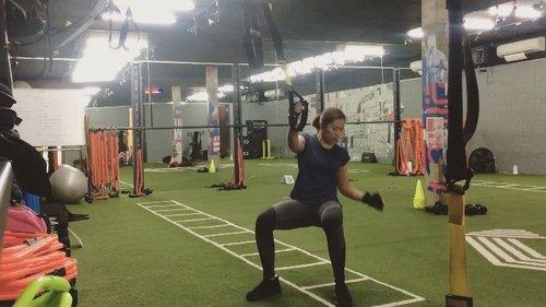 Pernah ga sih ngerasa badan jadi sakit abis workout? Nah lo jangan-jangan ada gerakan yg salah selama workout. Salah satu cara kita tau ada yg salah atau nggak adalah lihat cermin dan tentunya cari ilmunya dong sekarang udh gampang ada internet atau tanya ke org yang memang paham. Salah itu bukan hal yang tabu , tp justru bikin kita bisa memperbaiki diri. Happy workout babes ! #behealthywithmelgib #trx #squats #squatsgoals #fitness #training #strechingtime #workout #excercise #clozetteid #neverstoplearning #neverstopgrowing