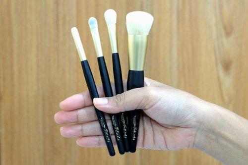 Felicela brush sudah hadir di Indonesia kira-kira tahun 2014, sayangnya tidak banyak review yang ada. Kalaupun ada tidak ada yang membahas secara cukup lengkap. I tried 4 brushes dari beberapa line seperti Foundation brush (face brush), S & L eyeshadow brush (eye brush), dan Pro Liner Brush (detail brush). Semoga bisa memberikan informasi yang cukup to help you decide which one to purchase apabila ingin mencoba. Full review can be access here --> http://bit.ly/Felicela-Vitri