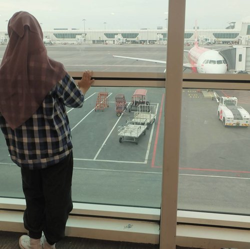We are what our thoughts have made us; so take care about what you think. Words are secondary. Thoughts live; they travel far.  ㅡ Swami Vivekananda . . #malaysia #kualalumpur #klia2 #travel #hijabtraveller #firsttrip #hijabootd #ootd #casualootd #candid #testingcamera #fujifilm #fujifilmxa2 #photography #aesthetic #travelphotography #like4like #like4follow #clozetteid #lifestyle #feedgram #november2016 #quotestags #fudnrdl #ply