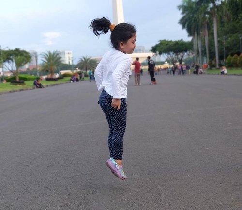 Jump higher, dream bigger, my love. ❤ #nayandraalishalatief #clozetteid #motheranddaughter #motherhood #kidsootd #kidsfashion #jumping #kidsphotography #terfujilah #fujifilm #xt1 #fujixt1 #fujifilm_id #lisnadwiphoto #lisnamotret #fujifeed