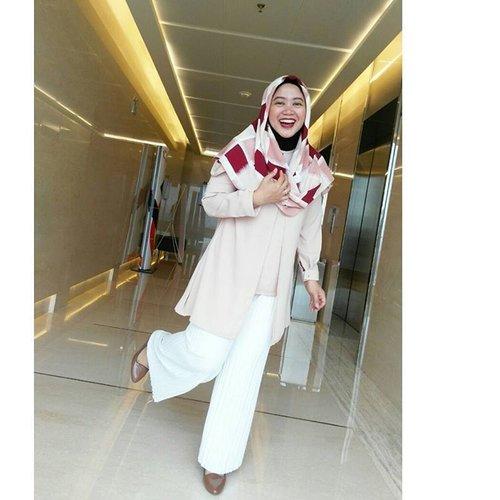 My current mood, hahaha. #clozetteid #officelook #clozettehijab #starclozetter #hijabstyle #hijablook #hijabootdindo #diaryhijaber #workingmom #fashionblogger #socialmediamom #wiwt #pastel