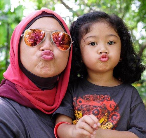 Me and my mini me. #clozetteid #clozettehijab #motherhood #motheranddaughter #starclozetter #nayandraalishalatief #duckface #instakids #mommyblogger #socialmediamom #petualangandinosaurus #saturdaywellspent