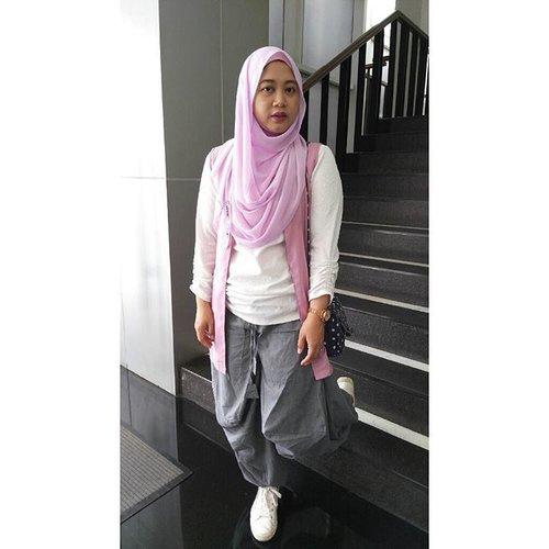 Pipinya penuh amat mba, hahaha. Panggilan untuk kembali diet. 😂😂😂 #clozetteid #clozettehijab #starclozetter #hijabootdindo #hijabstyle #hijabfeature_2016 #hijabstyleindonesia #diaryhijaber #wiwt