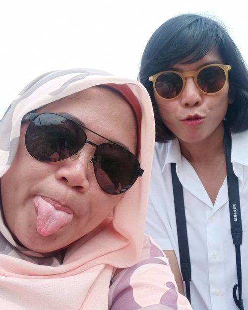 Si canciek, miss ton. Eaaaa.. 🤪🤪..#Clozetteid #officemates #throwback #bestie #teammates  #love #friendship #wefie