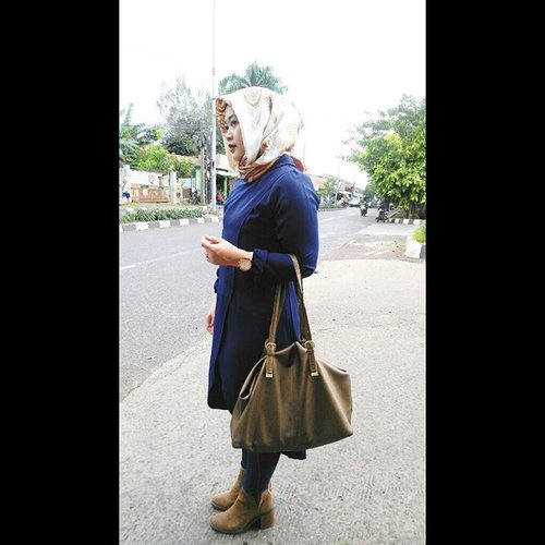 Girl in boots, bukan puss in boots yaaa, hahaha. #clozetteid #clozettehijab #ootd #hotd #blackonblack #pleatspants #outer #vest #hijabootdindo #hijabstyle #hijabfashion #wiwt #modestfashion #diaryhijaber #hijaboftheworld