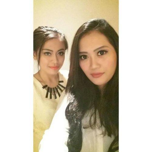 Me & @claranovk12 😘💋. #PhotoGrid #latepost #clozetteambassador #ClozetteID #instalike #mayamiamakeup #selca #selfies #selfie #naturalmakeup #garnierretreat #garnierid #beautyblogger #bbloggers #bblogger #bloggers #blogger #dinner