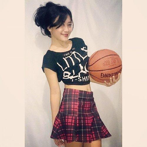Woosah! #nodiet #ootd #basketball #girl #skirt #tshirt #fashion #fashionid #beauty #sporty #sport #workout #clozetteID @clozetteid