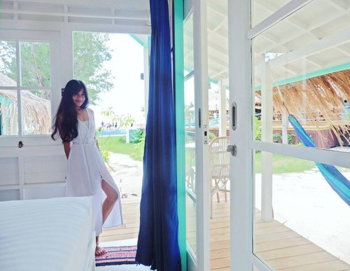 I call it my home😍 This beach club has all I need!😍😍 1. Beach/sea view. Yeah, from my room you can see the boys playing volley ball on the beach there. 2. Stylish room. I love love love this tiny stylish and elegant bungalow's interior design. I love the simplicity. I love the colours (white and blue is my favorite colours). 😍😍😍 3. The terraces. There are 2 terraces in my beautiful bungalow. On the front and the back. I can read there all day long. 4. The hammocks! I love hammocking on the terrace and on the beach 😍😍 Those are my comfort zone! Not only can read, but do some writing too! So inspiring.😍 5. The Beach theater. Wow! Yes, there's no television here, so we watch movie together on the beach theater at night. Ya, layar tancap di pantai😉 6. Not to mention the great staffs!👍👍👍 #gilitrawangan #island #lombok #home #lepiratebeachclub #bungalow #wonderfulIndonesia #PesonaIndonesia #traveling #travel #traveller #traveler #nature #lifestyle #relax #hamock #vacation #peaceofmind #clozetteid #clozetteambassador