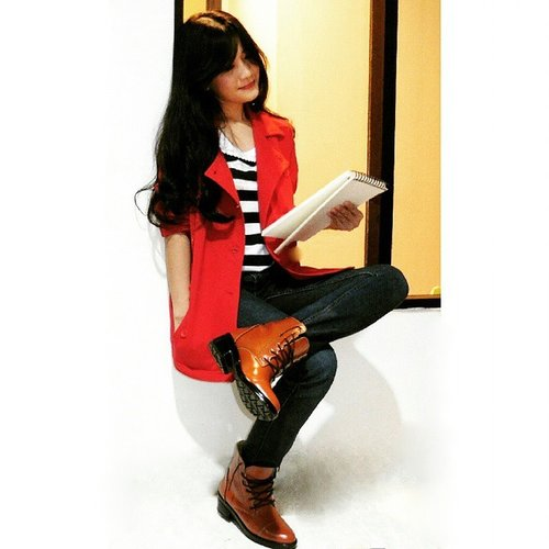 'How should I sketch you?' #ootd #LeeCooper #redcoat #jeans #boots #fashion #fashionid #aboutalook #instastyle #clozetteambassadors #clozetteID @clozetteid @LeeCooper1908