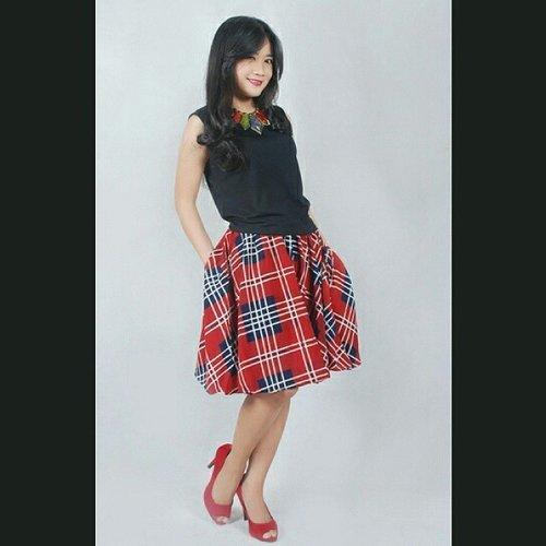 I love to wear this mat spandex (top) & #redskirt #tartanskirt #skirt from @woodcloset_store <3  Enak dipakenya :) #ootd #aboutalook #fashion #redshoes @clozetteID #clozetteID