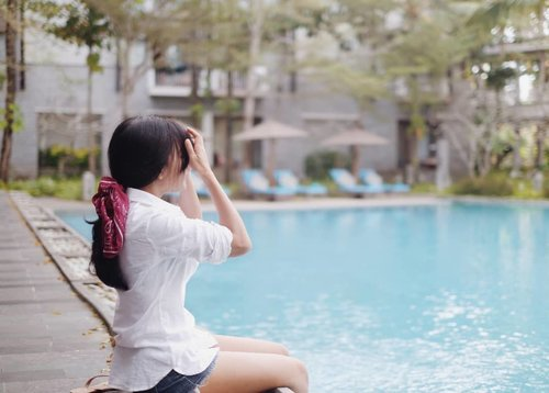 I can't stop dreaming about someone. Literally..dream. Sometimes it's a regular dream. Sometimes beautiful dream. Dunno why 🤷 . #bali #nusadua #swimmingpool #pool #marriot #hotel #clozetteid