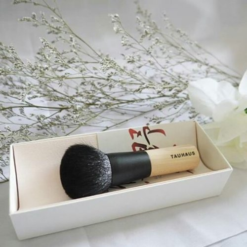 I love my Hiroshima Japan's gift 😍😍😍This powder brush is very very soft. You know its best quality when you touch it. This fine goat hair can hold much powder too!Soft banget dan bisa nahan banyak bedak. Lihat aja buktinya di foto 👆 (swipe for more).They said, the tips of the natural hair are never cut-off, enabling smooth application of powder of your skin, without tingly feeling.And yes, this Kumanofude uses only high quality hair. Banyak professional makeup artists yang pake powder brush ini. So, I'm one of the luckiest girl😍Thank you @tauhaus_kumanofude 😘#powderbrush #brush #kumanofude #gift #hiroshimajapan #japan #beauty #box #tauhaus #bestquality #makeup #beauty #present #fashion #lifestyle #photooftheday #pictureoftheday #clozetteid