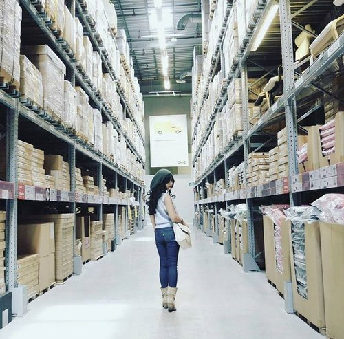 Looking back..over my shoulder🎵 I can see the look in your eyes🎶 My style 👢🎽👖😉 📷by Sofi 👍 #fashion #style #styles #boots #jeans #bluejeans #denim #knithat #slingbag  #blue #Ikea #warehouse #interiordesign #photograph #lifestyle #liveinlevis #girl #streetstyle #ootd #ootdindo #lookbook #clozetteID #clozetteambassador @clozetteid @levis