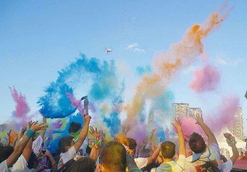 Spalsh! From Shenzhen Color Run 😉 The happiest run ever😍 #thecolorrun #shenzhen #china #splash #runforfun #lifestyle #colorrun #run #running #healthy #happy #clozetteid #colorful #trip #travel #traveler #traveller #traveling #travelling #events