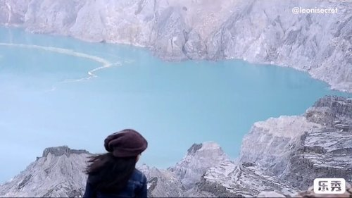 IJEN TRIP VIDEO part 1. The heaven part.❤️ So it has the hell part 😅 . Ijen Crater or privately known as Kawah Ijen. The world's biggest acidic volcanic lake that sparkles in delightful turquoise shading. . We begin the hike to Ijen crafter at 2am (I guess). What a shandy trail with spectacular views from the volcanic crater lake at an elevation of 2883 meters. . We watch blue fire at 4am. At the bottom, smoke wafting from bright yellow deposits along the shore to create a landscape both desolately barren and vibrantly alive. . You can watch miners descend into the crafter. You will likewise meet numerous sulfur authorities on your trek up and be stunned by the state of their work devouring the destructive vapor constantly. They carry up to 100 kilos of ore on bamboo baskets along the treacherous path! Some of them will offer you souvenir. . At 6am, from the top of the volcano crafter, there's a beautiful view of smoky white & the great turquoise sulfur lake that oozes blazes, and of course the beautiful sunrise of you're lucky enough. . And there are beautiful view on your way down back to Paltuding. ❤️ #ijen #ijentrip #ijencrater #kawahijen #pariwisata #banyuwangi #eastjava #jawatimur #pesonaIndonesia #wonderfulIndonesia #vidgram #indovidgram #tourism #clozetteid #travel #traveler #traveling #mount #volcano #hiking #hiker #hike