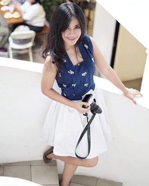 Don't forget to look up & smile😊 📷by @dunia__maya 👍 thank you😘  #girl #woman #smile #lady #stair #shophaus #restaurant #cafe #ootd #sotd #batik #jumputan #batikjumputan #kutubaru #whiteskirt #flatshoes #lifestyle #fashion #beauty #photograph #photography #girlwithcamera #photoshoot #photooftheday #pictureoftheday #clozetteid #clozetteambassador