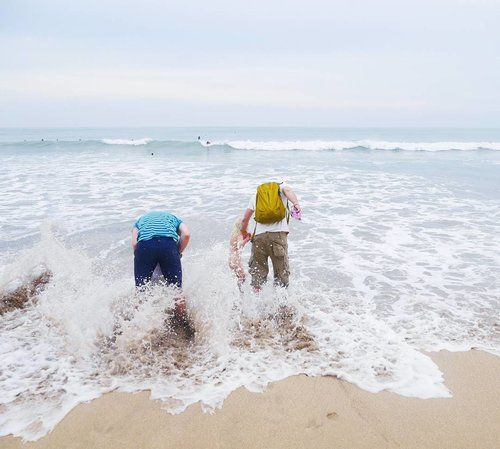 No matter what kind of family you're into..but family is an achor during rough water, isn't right? Tell someone you love them. Let your light shine.🙌 Happy easter to you who celebrate it😊👯 #kuta #bali #beach #beachsand #sky #skyporn #family #children #parents #lovewins #love #wave #water #happyfamily #happyeaster #photooftheday #pictureoftheday #lifestyle #clozetteid
