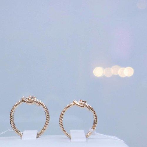 Yes! I'm in love with bl(U)e 💙#ring #blue #love #weddingring #engagementring #life #lifestyle #couple #inlove #clozetteid #clozetteambassador