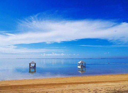 #BestofIndonesia What a skyporn😍 #AmazingSanur #sanurbeach #beach #beautiful #Bali #purisantrian #sand #PesonaIndonesia #WonderfulIndonesia #throwback #sky #skyporn #sea #ocean #nature #naturelovers #lifestyle #traveling #travelling #travel #traveller #traveler #blue #gazebo #clozetteid #clozetteambassador