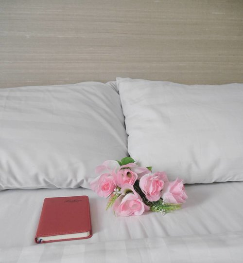 Today I don't feel like doing anything~ I just wanna lay in my bed🎶 #bed #song #flower #book #notebook #life #lifestyle #pillow #bedsheet #clozetteid