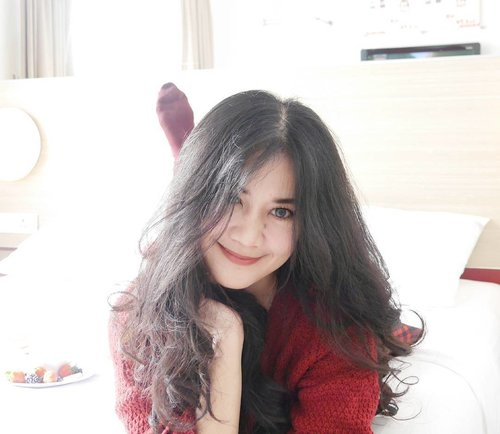 Happy Chinese New Year, guys 🙏 Wish you happiness, best of luck, and peace 🙏 Happy weekend, happy holiday 🙆🙌 #happycny #cny #chinesenewyear #lunarnewyear #happiness #imlek #gongxifacai #gongxi #luck #peace #life #love #red #sweater #girl #smile #hair #lifestyle #fashion #clozetteid #clozetteambassador