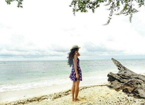 A day at the beach restores the soul 🙆 #holiday #gilitrawangan #beach #lombok #Indonesia #lombokituindah #wonderfulIndonesia #pesonaIndonesia #lookbookIndonesia #beritafashion #ootd #ootdindo #ootdmagazine #floraldress #hat #sand #vacation #sea #fashion #fashionista #fashiondiaries #lifeisbeautiful #lifestyle #clozetteambassador #clozetteid @clozetteid