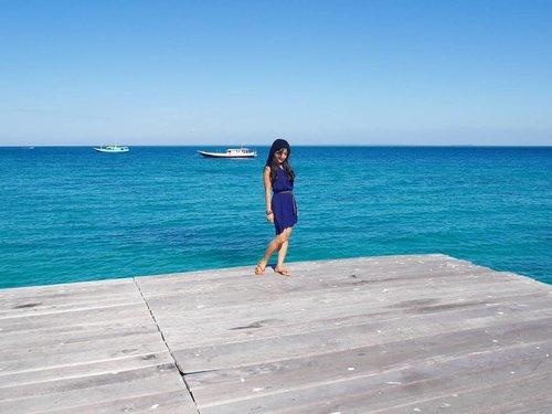 I'm falling in blue 💙 #travel #Borneo #Derawan #derawanisland #Indonesia #WonderfulIndonesia #PesonaIndonesia #dock #beautiful #beach #blue #ootd #ootdindo #boat #speedboat #vacation #bestvacations #holiday #traveling #traveler #lifestyle #travelinstyle #clozetteambassador #clozetteID