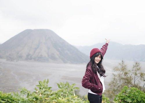 Di sini malam mingguku. Di mana malam minggumu?💙 #bromo #gunung #mount #mountain #mountainview #wonderfulIndonesia #pesonaIndonesia #clozetteid #travel #traveler #traveling #trip #liburan #pesonaceritaakhir2018awal2019