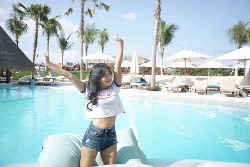 Good meowning! Happy Friyayy!!💕 . 📷by kak @jerdoet thank you 🙏 #bali #canggu #swimmingpool #pool #friday #travel #traveling #traveler #photooftheday #pictureoftheday #alternativebeach #clozetteid #holiday #trip #vacation